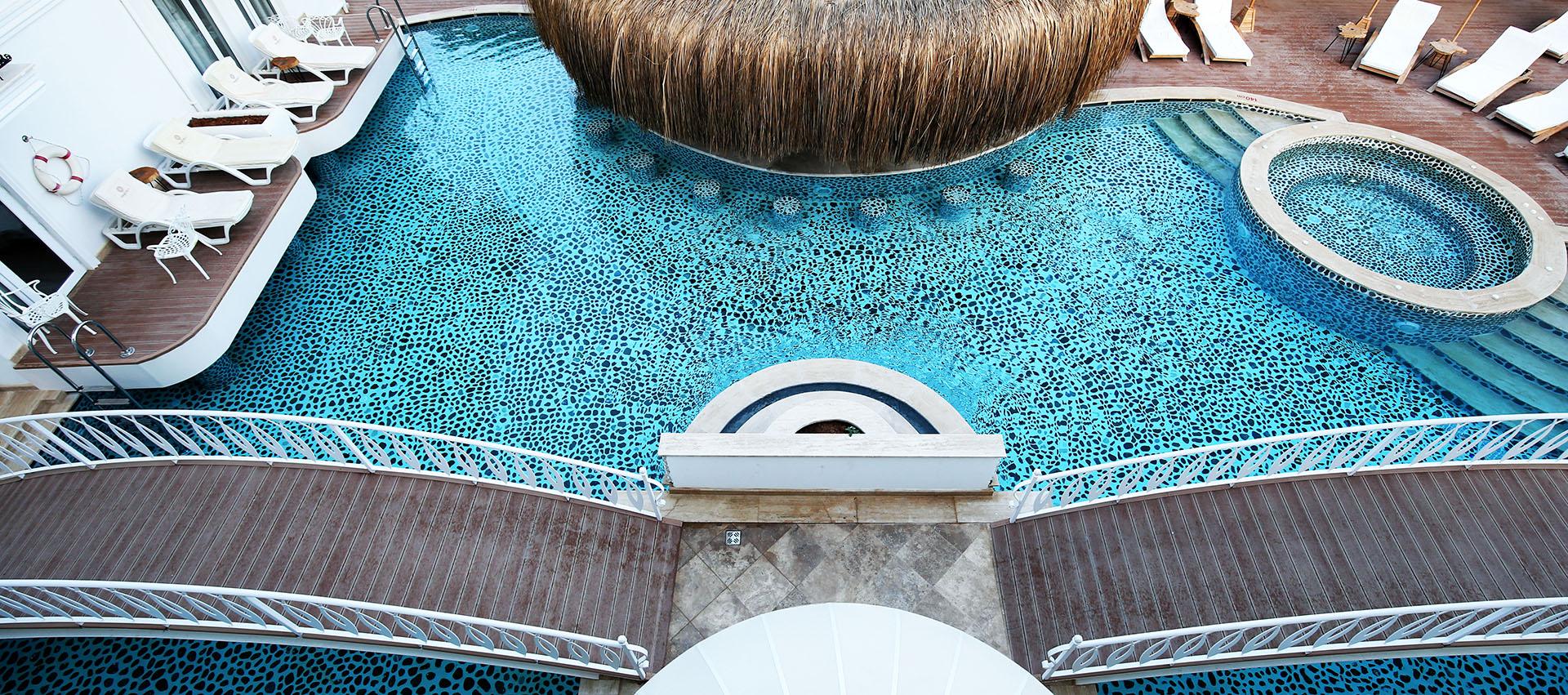 chill pool bar